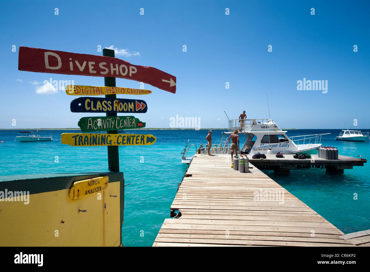 Jetty, Buddy Dive Resort, une station balnéaire populaire et hôtel pour plongeurs, Kralendijk, Bonaire, Antilles Banque D'Images