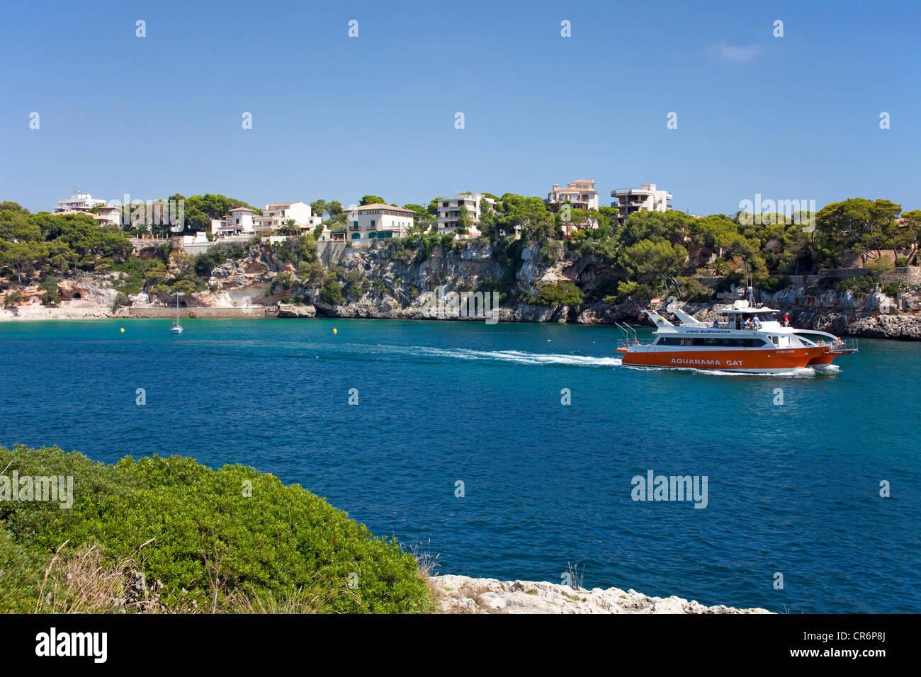 La sortie du port de plaisance de Porto Cristo, Majorque, îles Baléares, Espagne, Mer Méditerranée, Photo Stock