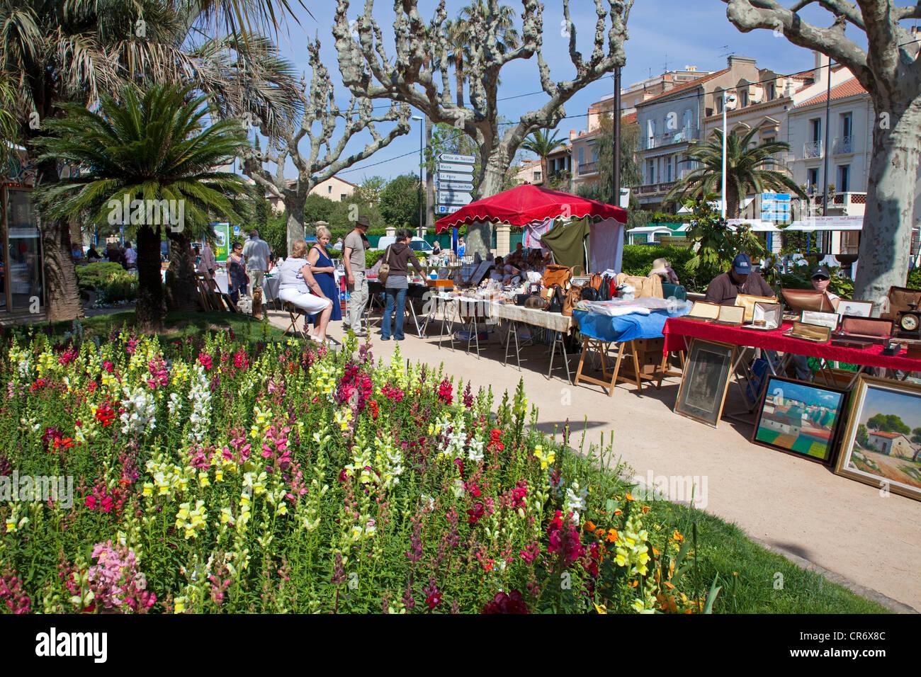 La rue du marché à St Maxime, Alpes-Maritimes, Côte d'Azur, dans le sud de la France, France, Photo Stock