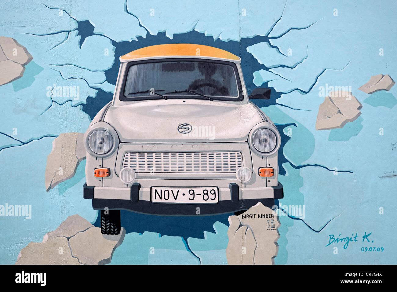 Tester le reste, Trabant briser le mur de Berlin, peinture murale par Birgit Kinder, mur de Berlin, East Side Gallery, Banque D'Images