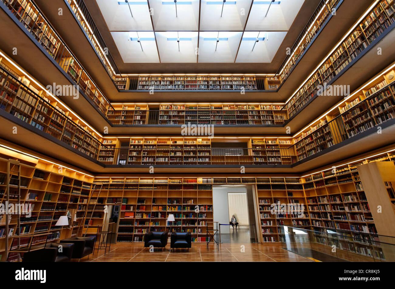 Des étagères dans le hall, Kubus study center de la bibliothèque de la Duchesse Anna Amalia à Photo Stock