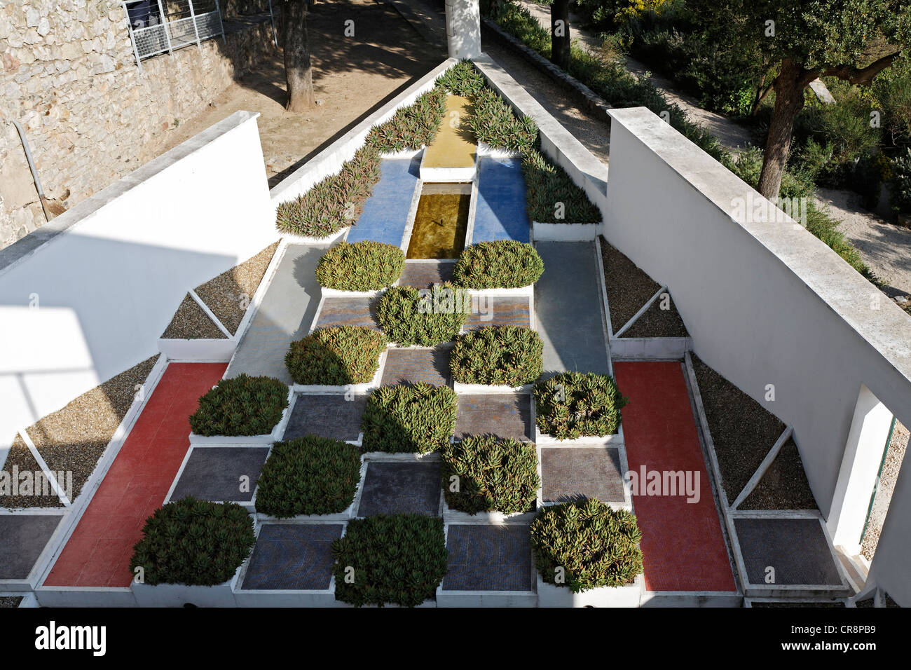 Beautiful villa noailles jardin cubiste contemporary for Le jardin hyeres