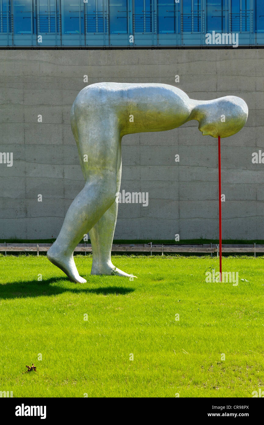 Sculpture 'présent continu' par Henk Visch, en face du nouveau bâtiment de l'Académie Photo Stock