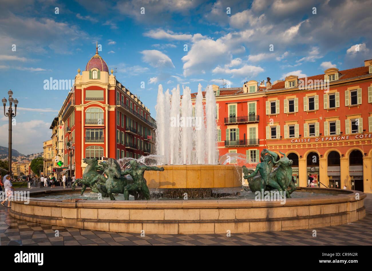La Place Masséna, au centre-ville de Nice sur la côte d'Azur (Côte d'Azur) Photo Stock