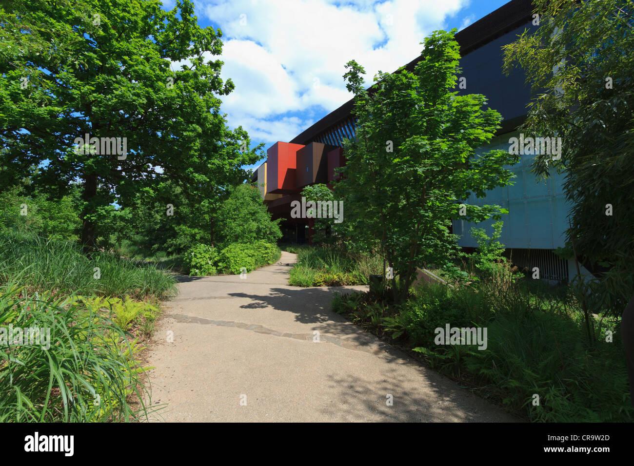 Musée du Quai Branly. Jardins du musée moderne Banque D ...