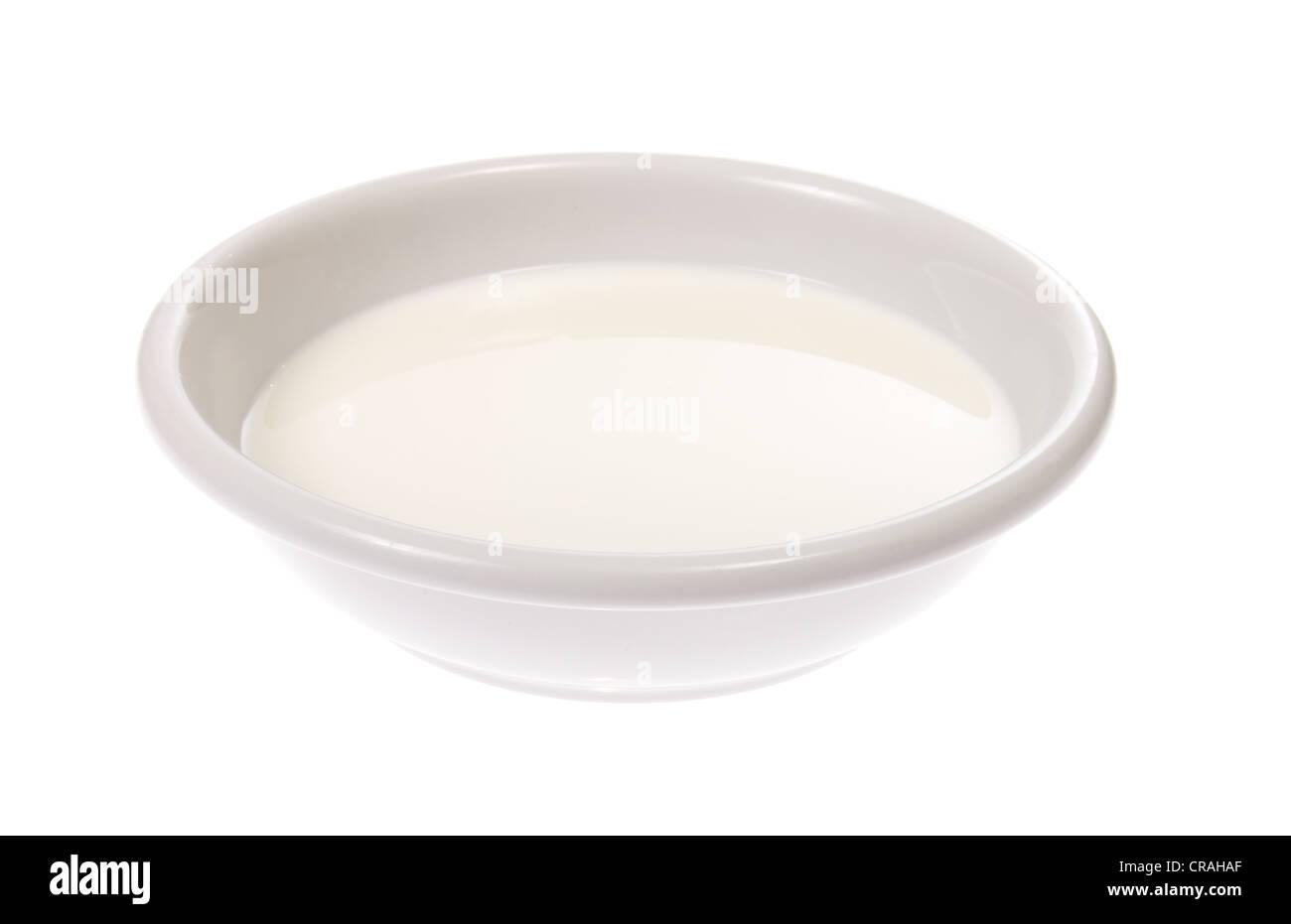 Bol de lait, photo le fond blanc Photo Stock