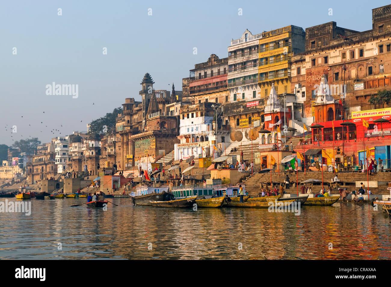 Ghats ou étapes saint de Varanasi, Gange, Uttar Pradesh, Inde, Asie Photo Stock