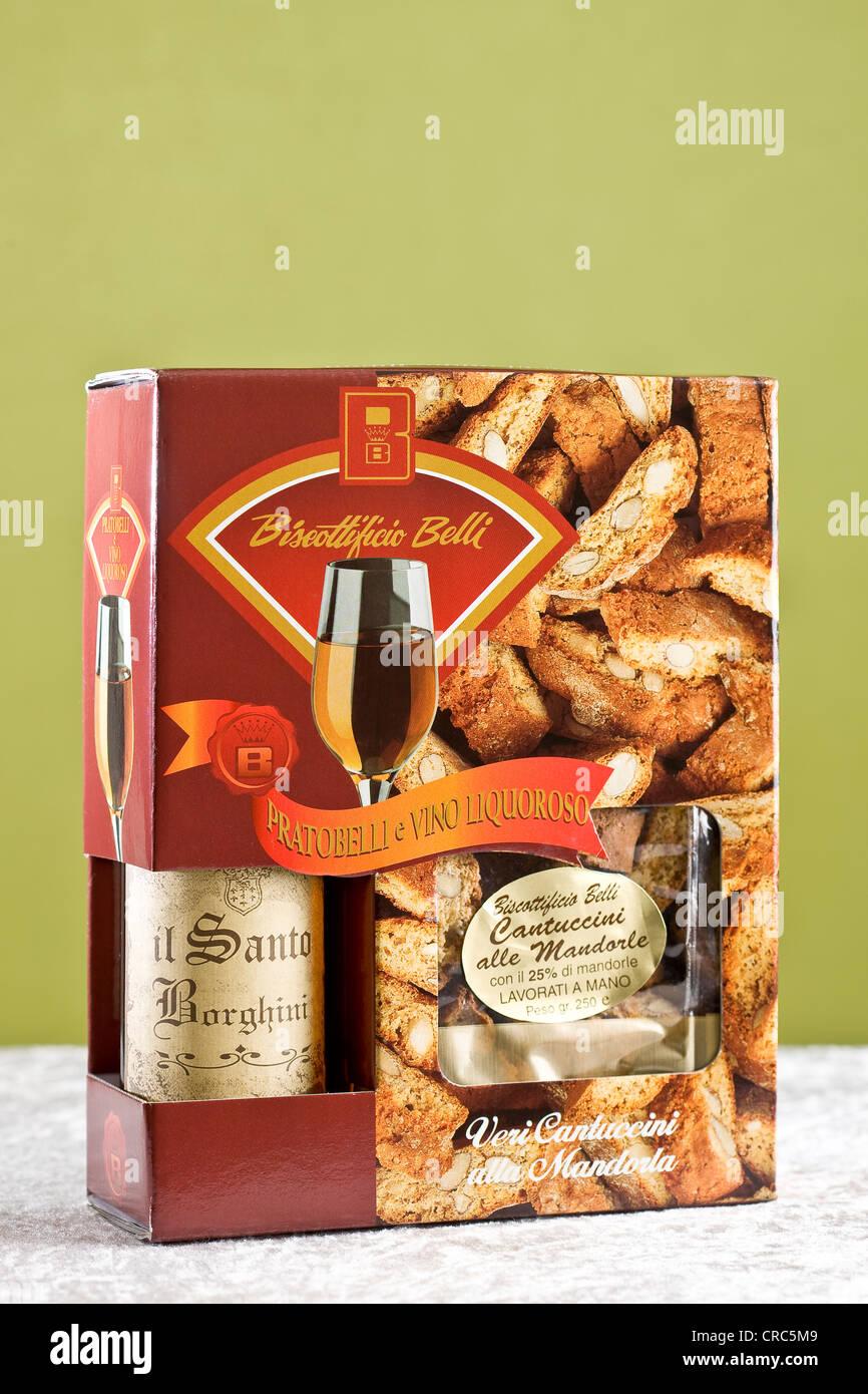 Présent fort avec vin de dessert Vin Santo et biscuits aux amandes Banque D'Images