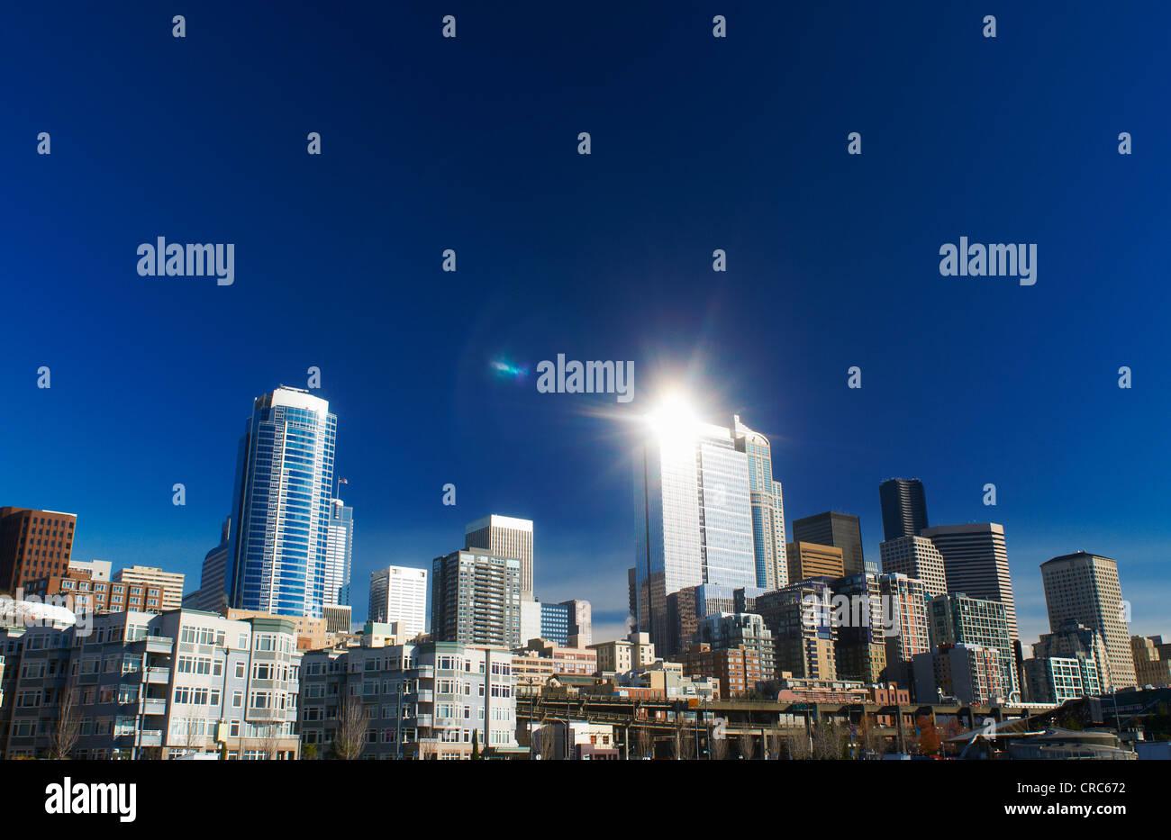 Seattle City skyline contre le ciel bleu Photo Stock