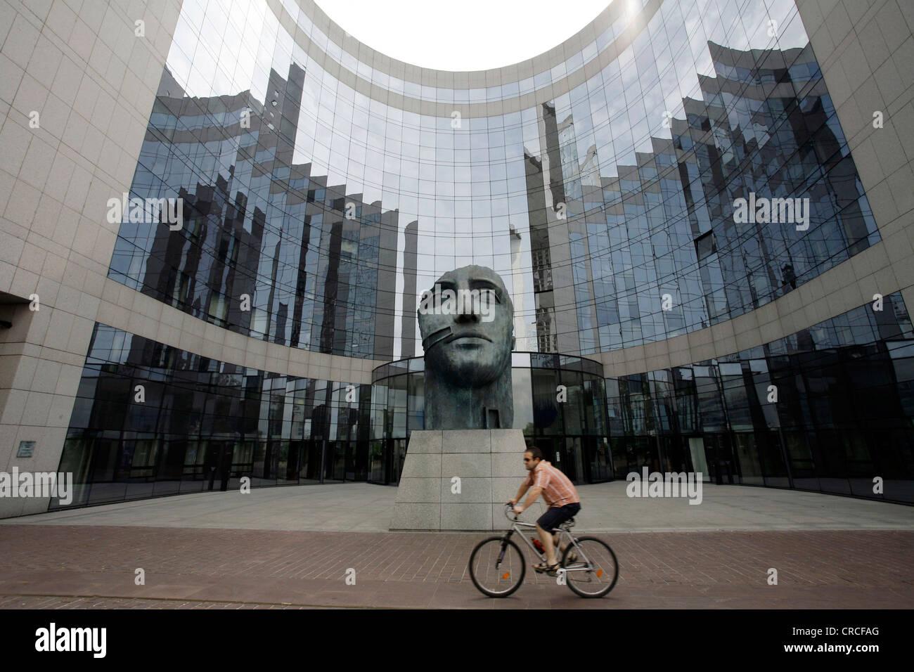 Immeuble de bureaux de kpmg buste la defense paris ile de france