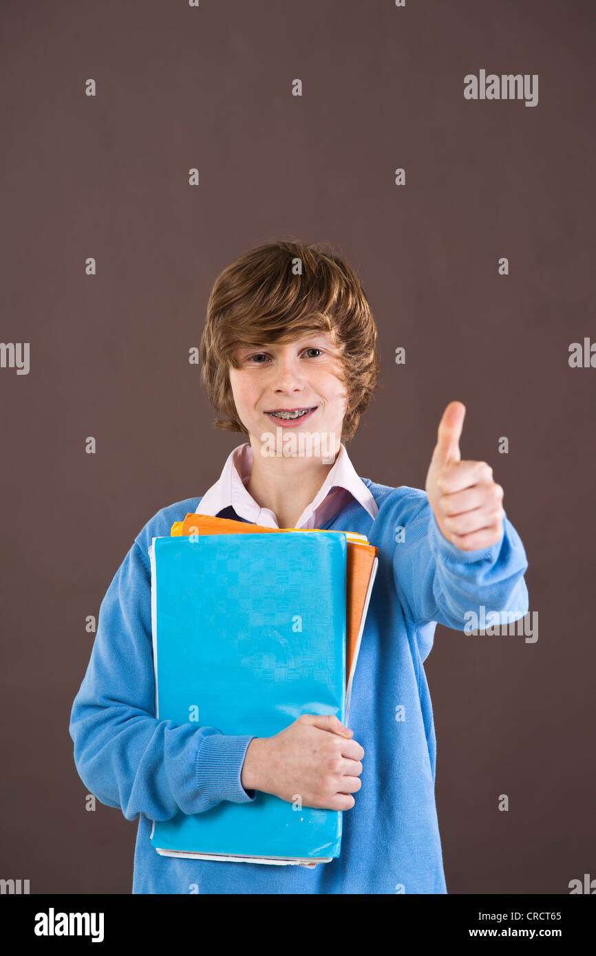 Optimiste teenage boy holding folders Photo Stock