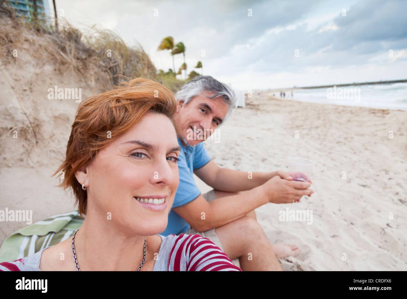L'homme et la femme à la Beach, Bal Harbour, Miami, Floride Photo Stock