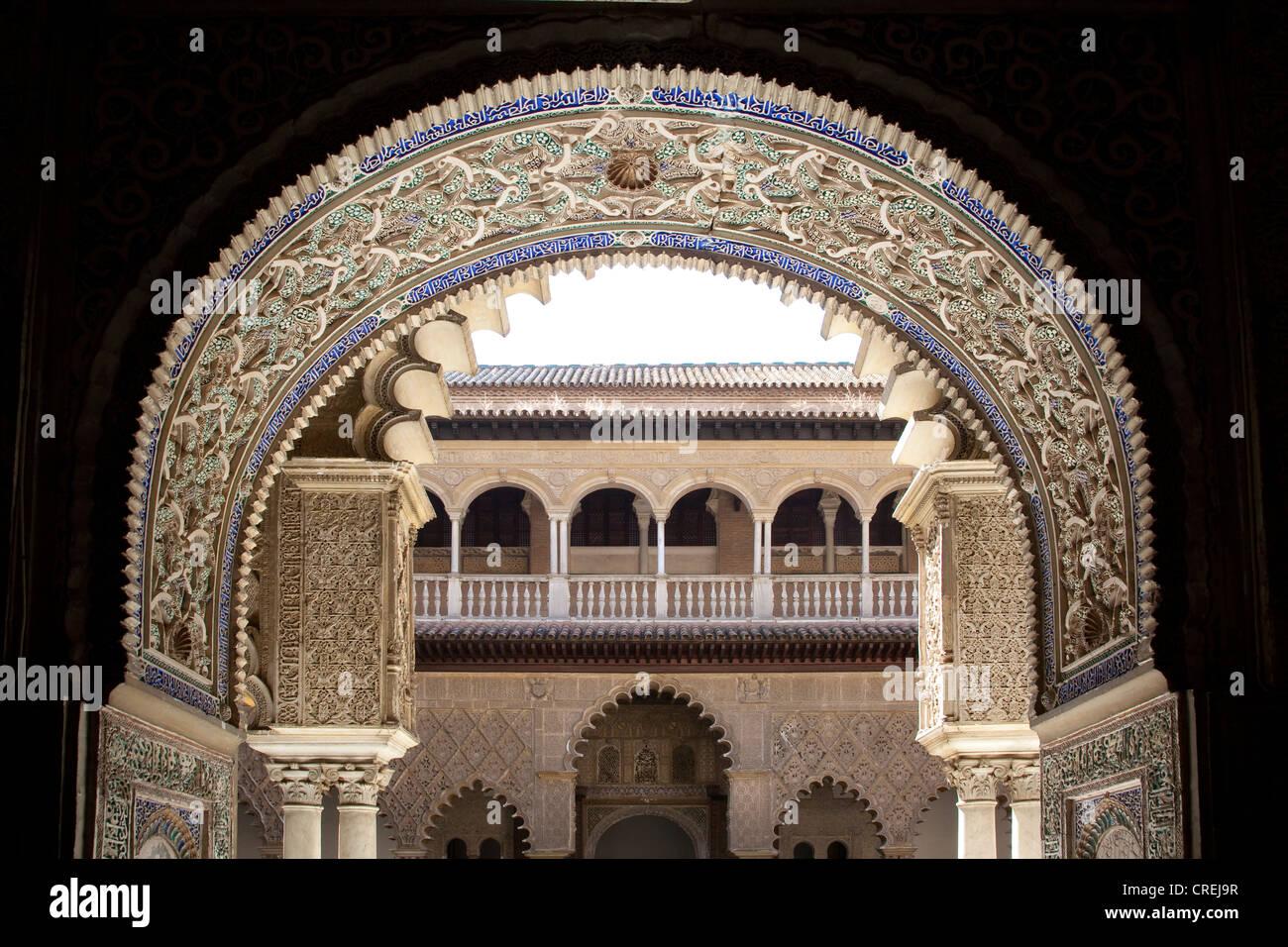 Ornementation mauresque sur le Patio de las dans l'apartment Doncellas Palais du Roi maure de l'Alcazar, Photo Stock