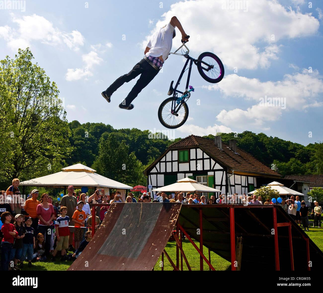 BMX spectaculaire-location aller au festival du vélo, de l'Allemagne, en Rhénanie du Nord-Westphalie, Photo Stock