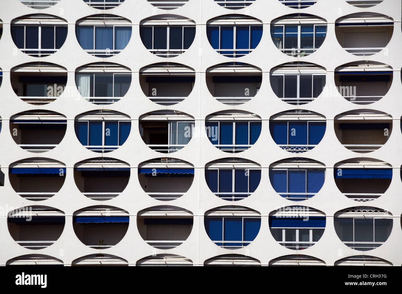 Les modèles de fenêtre ou appartements de vacances Appartements de vacances à La Grande-Motte Station Photo Stock