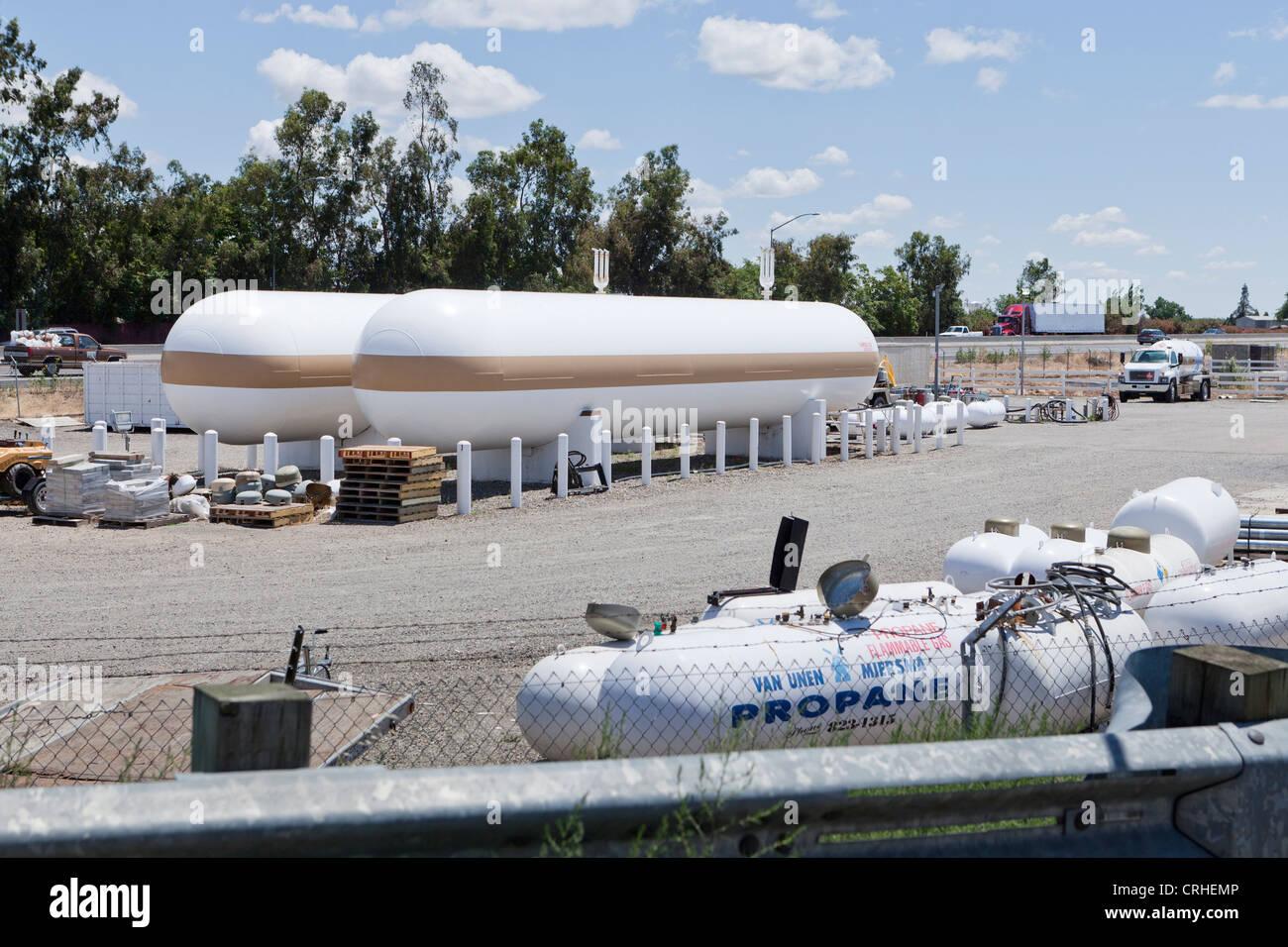 Les réservoirs de propane industriel Photo Stock