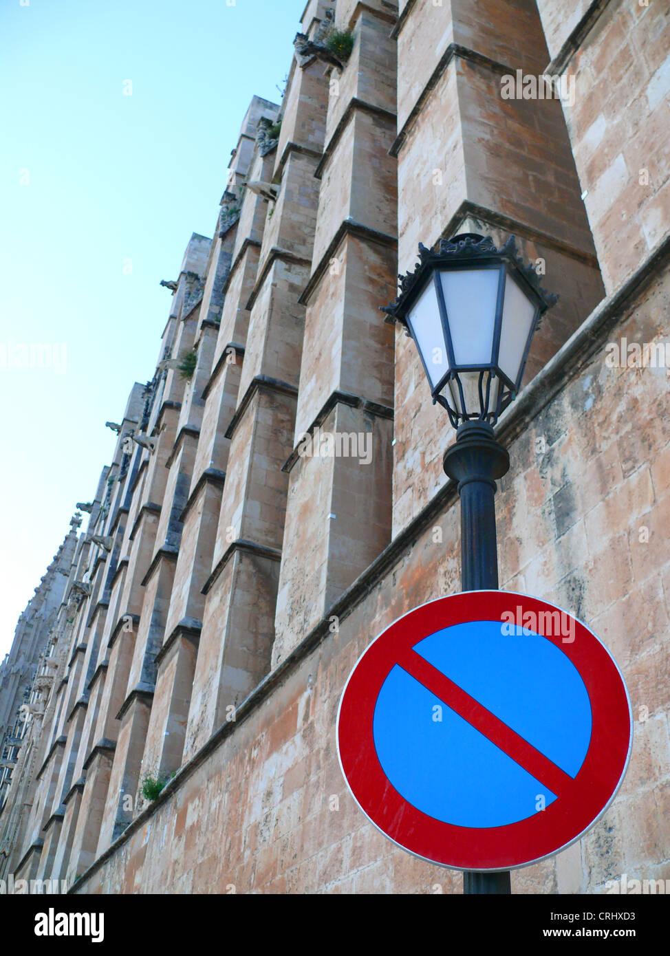L'arrêt minimal à une lampe de rue dans la cathédrale La Seu, Espagne, Baléares, Majorque, Photo Stock