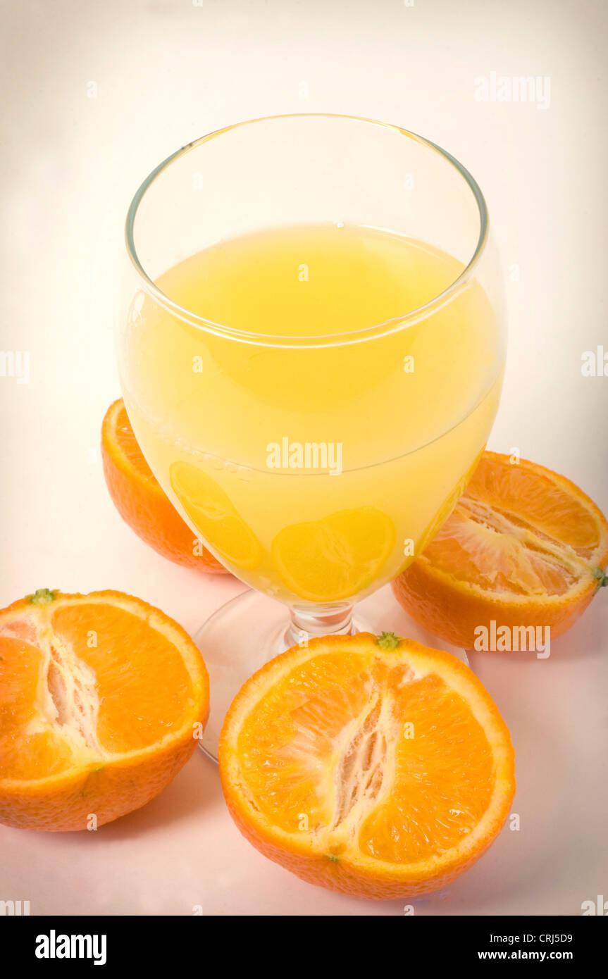 L'acide ascorbique Acide folique verre froid commun verres verre verre sain Healthy drinking jus Orange Orange Photo Stock
