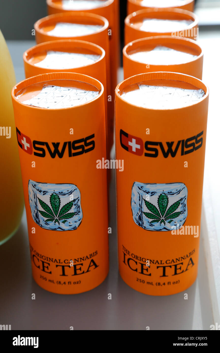 Soft drink Swiss Ice Tea ajouté avec sirop de Cannabis à partir de semences de chanvre Photo Stock