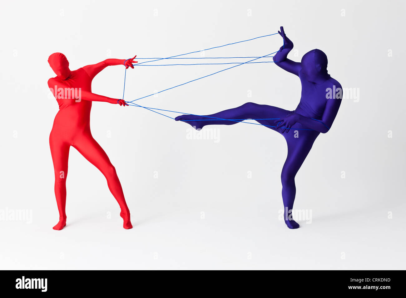 Couple in bodysuits jouant avec string Photo Stock