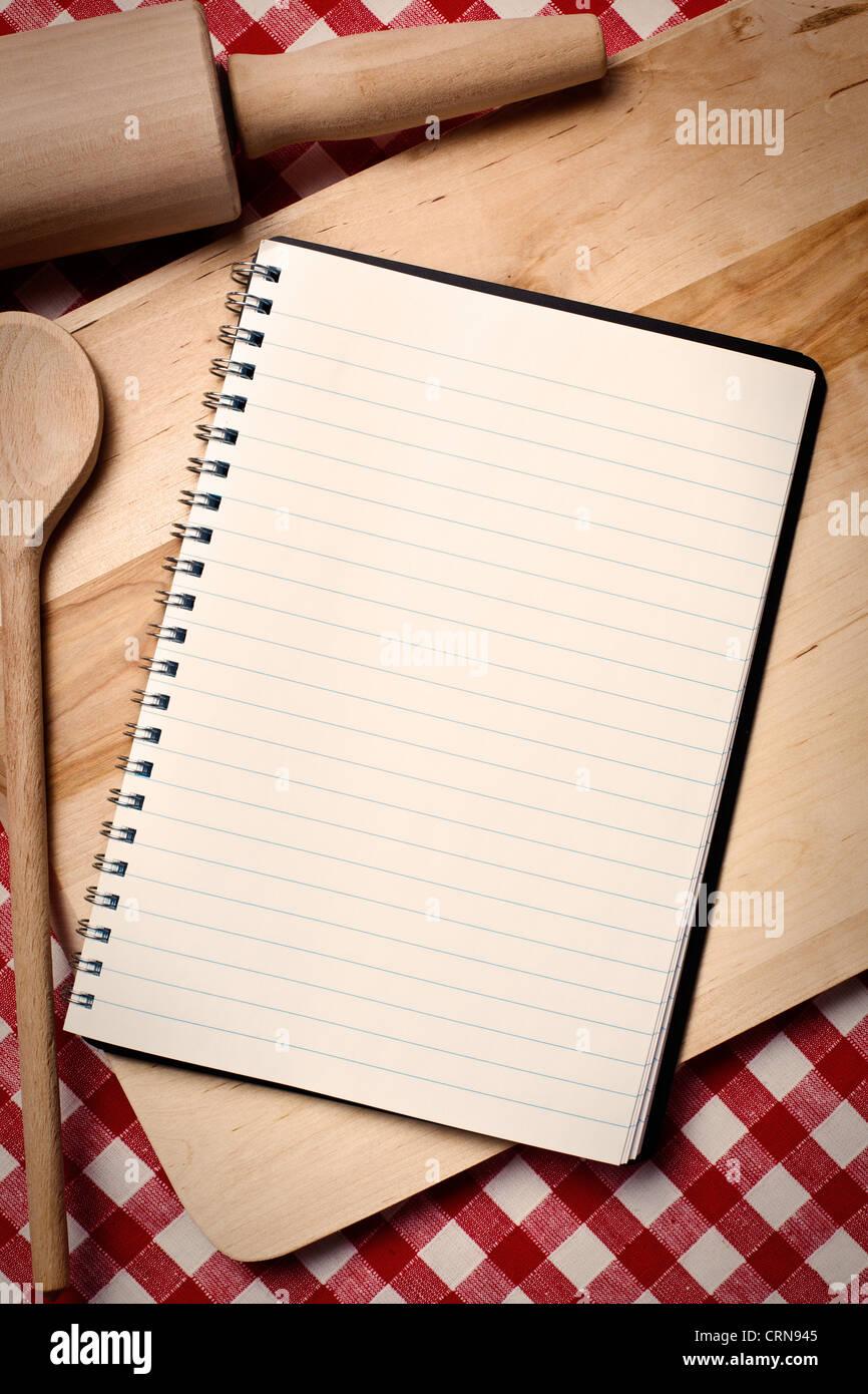 Livre De Recettes Vierge Avec Cuillere En Bois Banque D