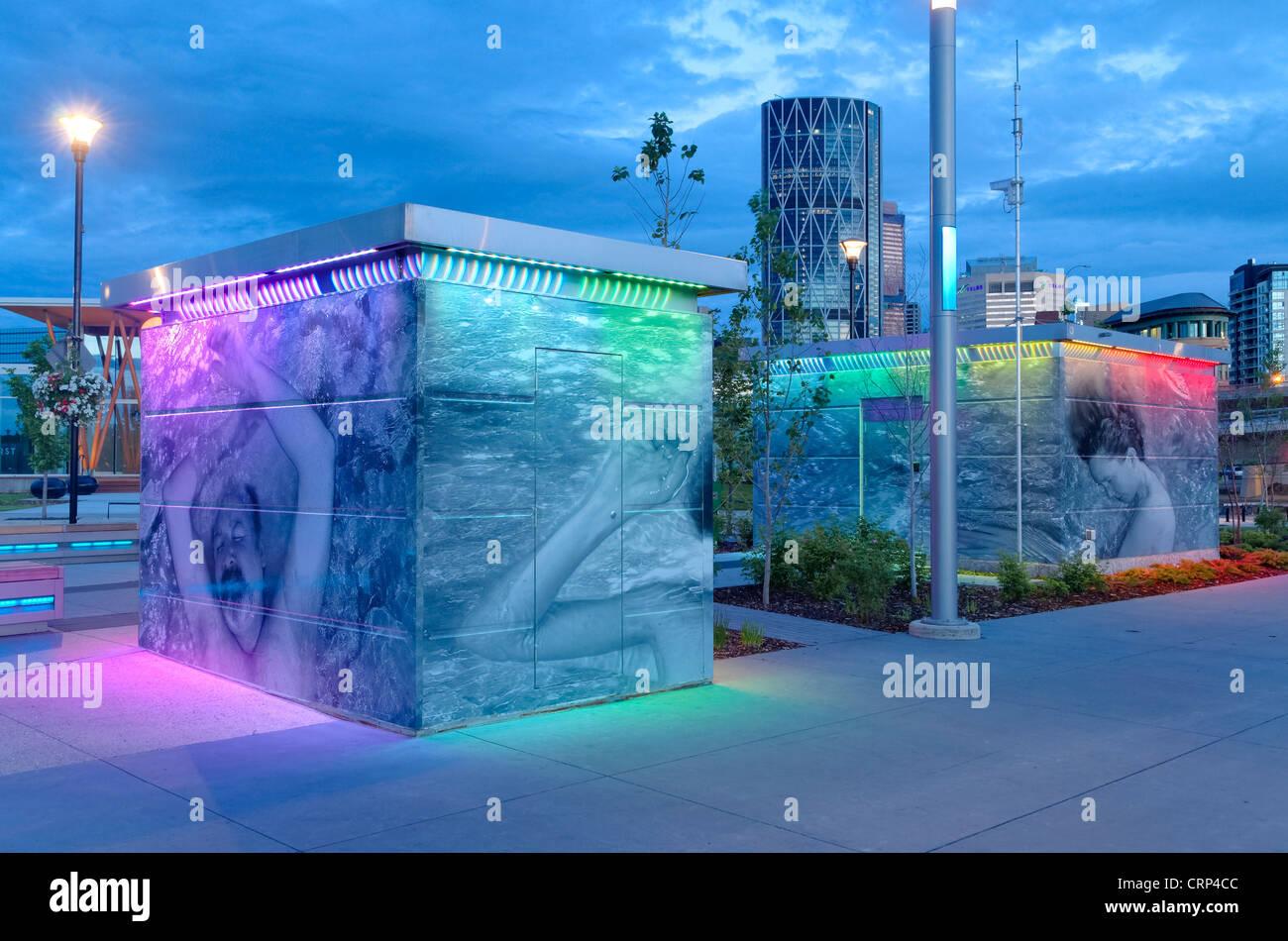 Arty, high tech les toilettes publiques, East Village, Calgary, Alberta, Canada Photo Stock