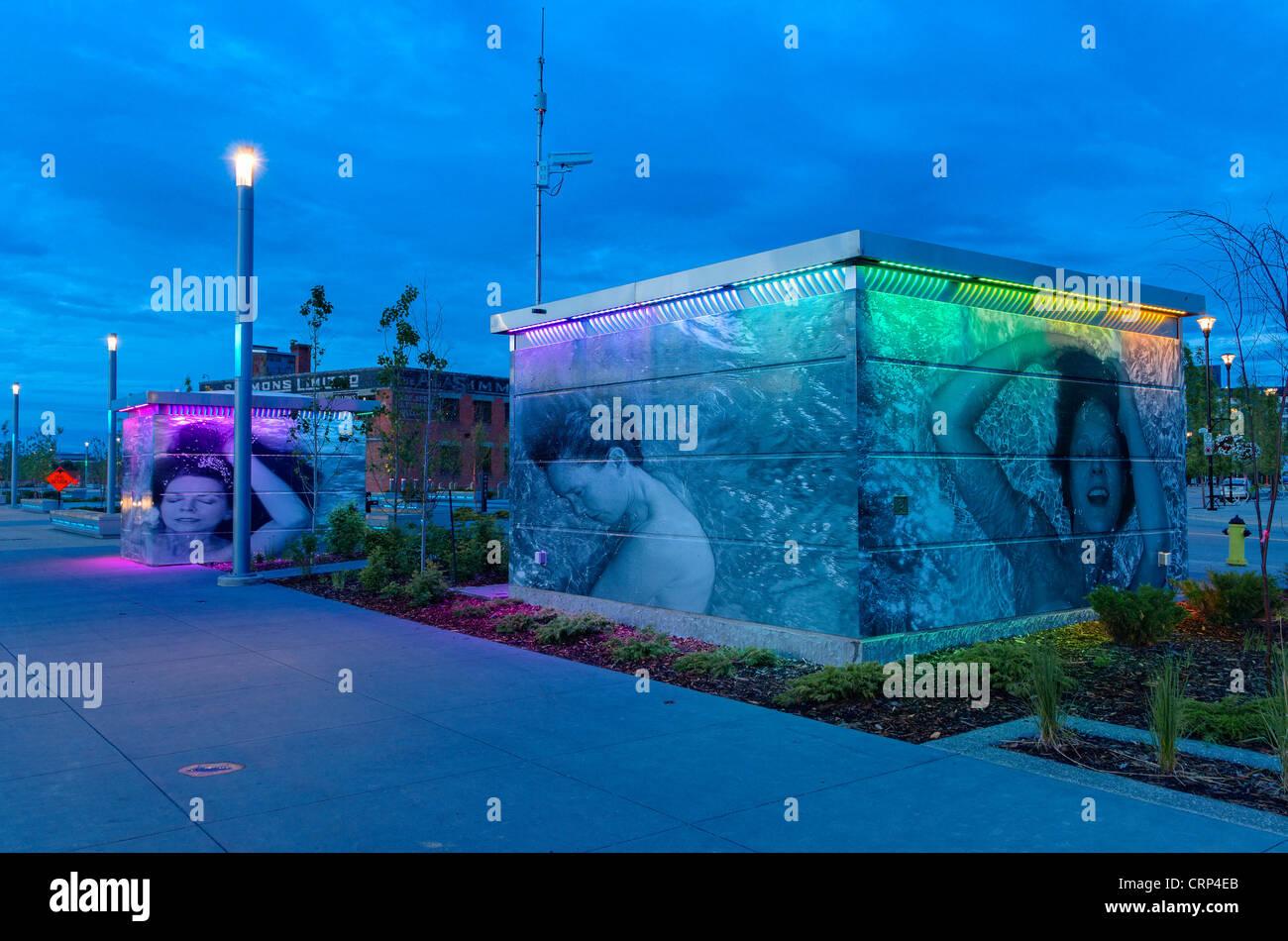Arty, controversé, high tech exeloo les toilettes publiques, East Village, Calgary, Alberta, Canada Photo Stock