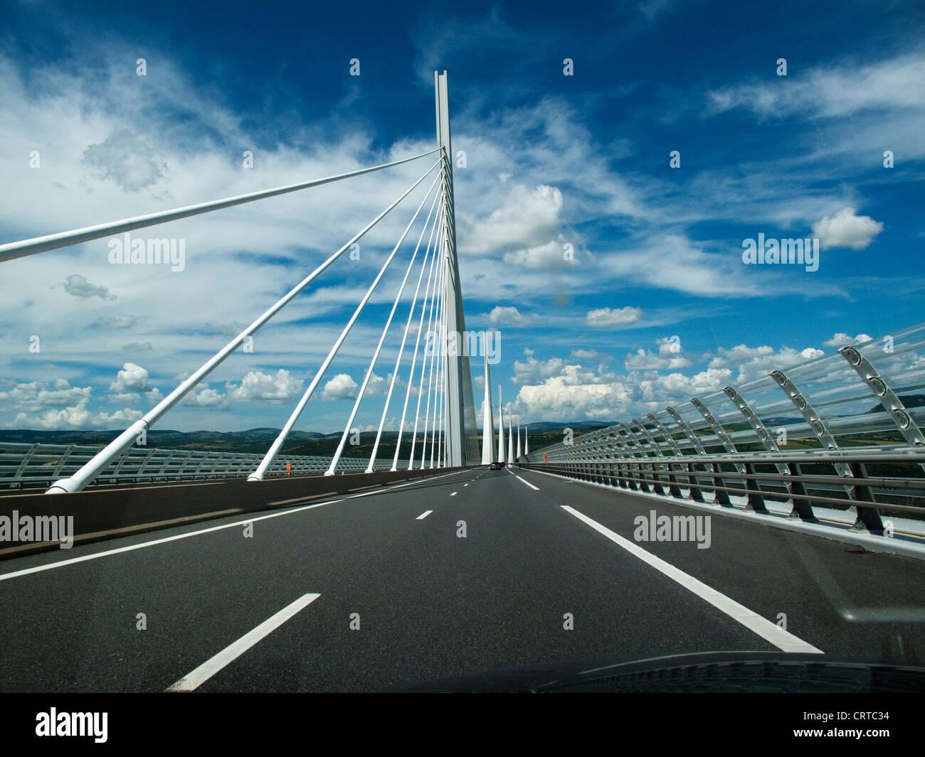 Traverser Le Pont De Millau Dans Une Voiture Le Pont Le