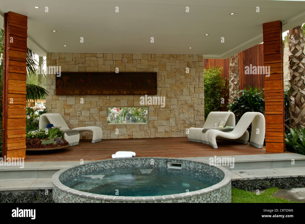 garden jacuzzi photos garden jacuzzi images alamy. Black Bedroom Furniture Sets. Home Design Ideas