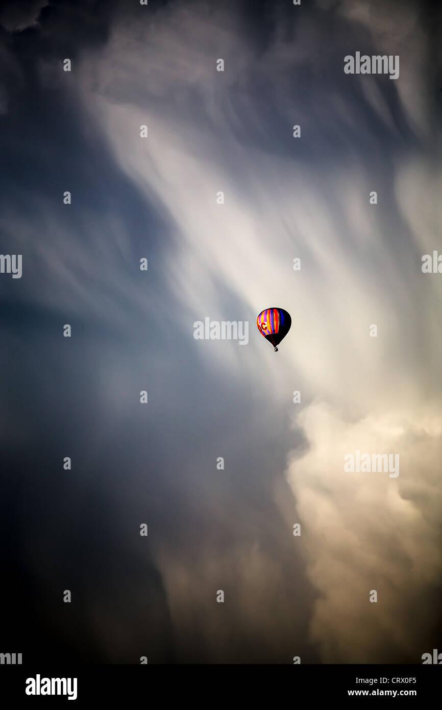 Photo de nuages et ciel bleu à l'heure d'été Photo Stock