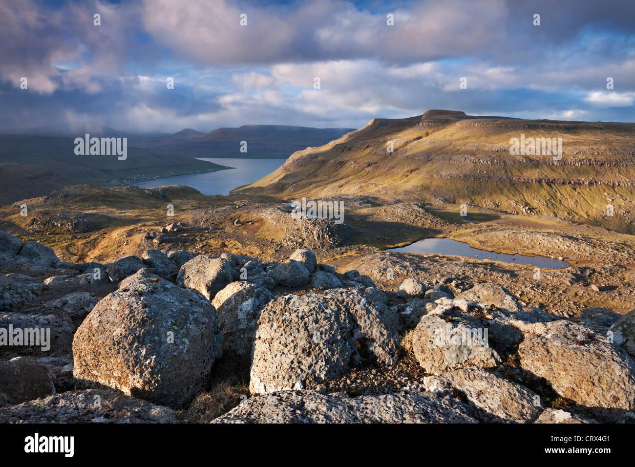 Des paysages de montagne sur l'île de Streymoy, Îles Féroé. Printemps (juin) 2012. Photo Stock