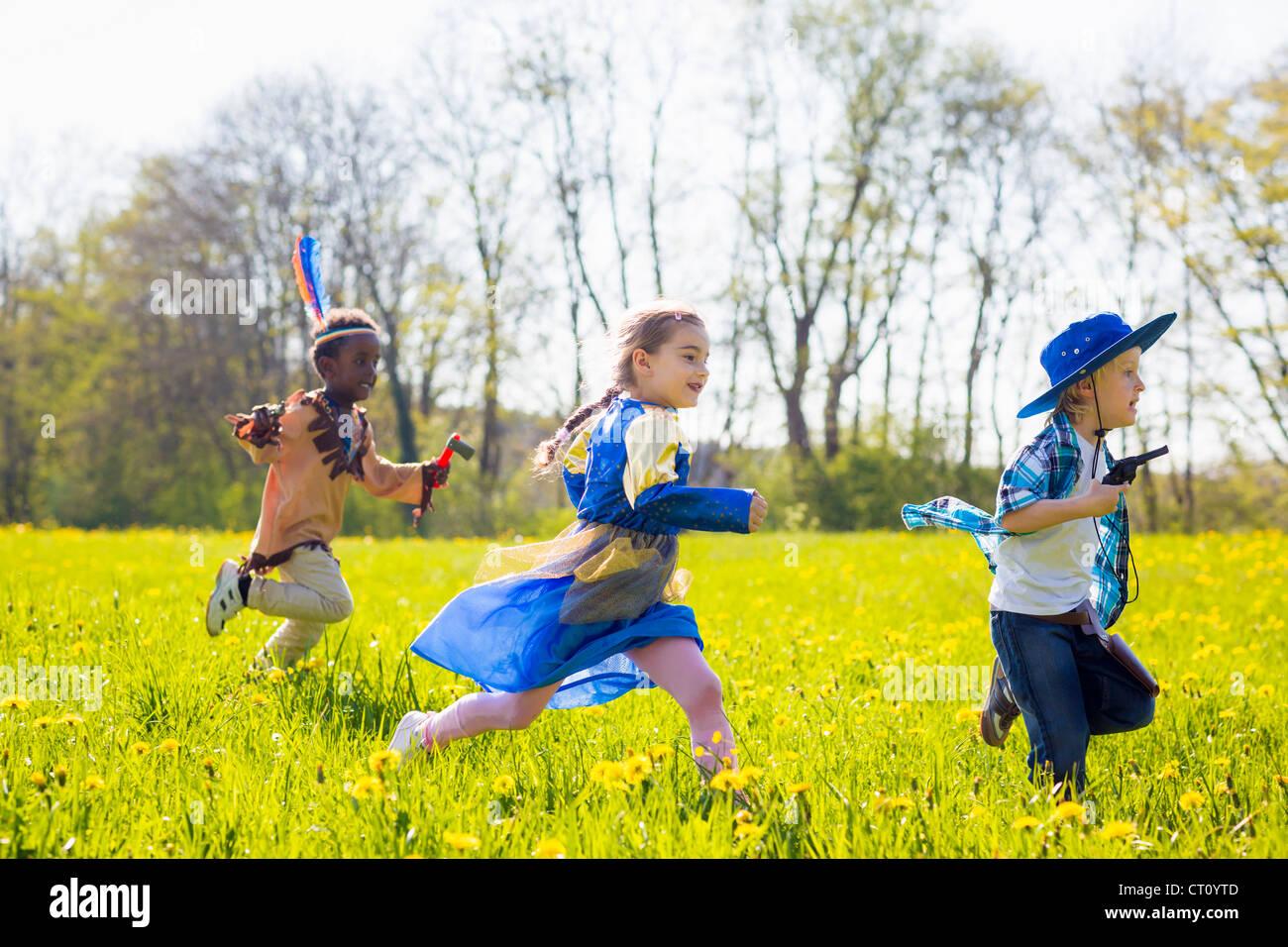 Des enfants jouer dress up outdoors Photo Stock