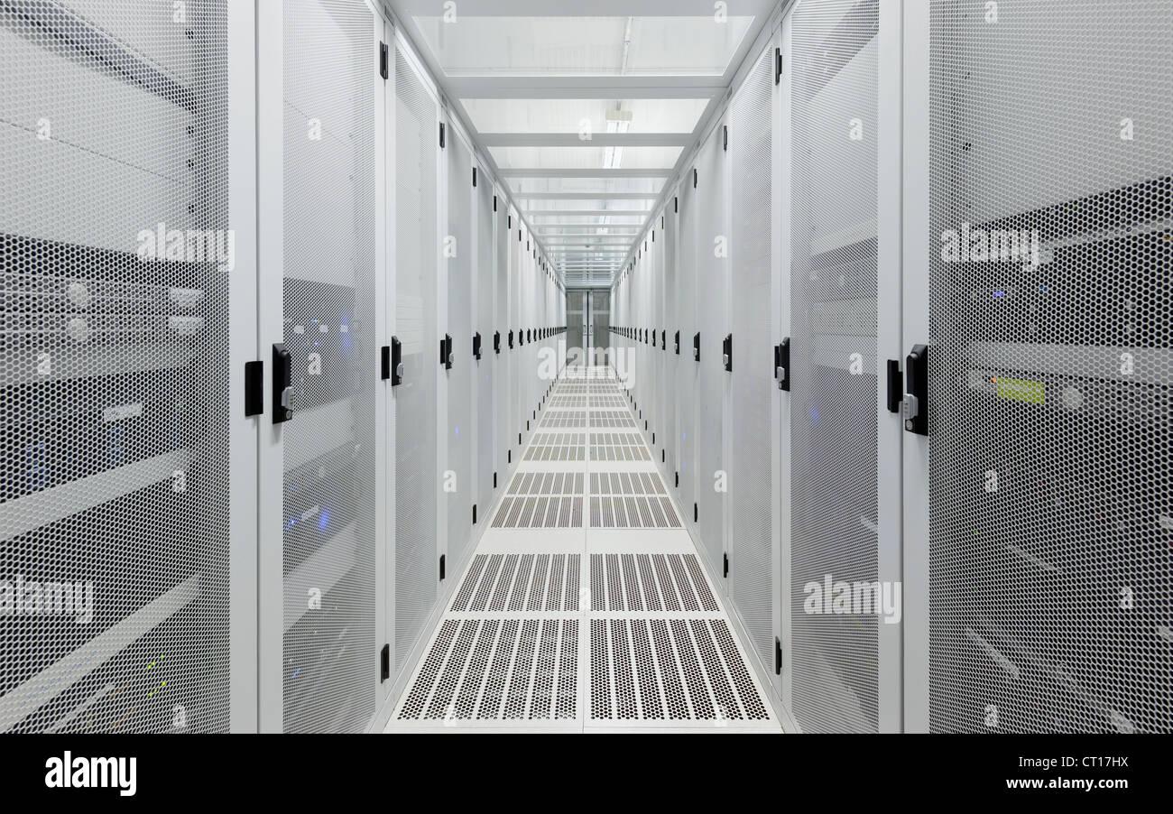 Couloir en salle serveur Photo Stock
