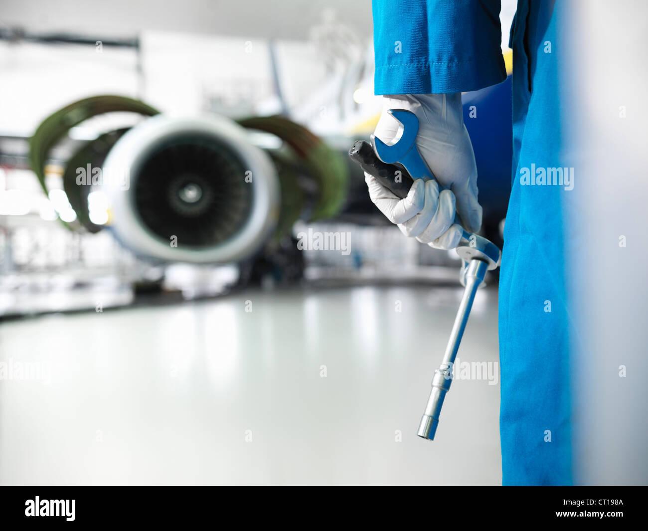 Outils de maintien des travailleurs en hangar de l'aéroport Photo Stock