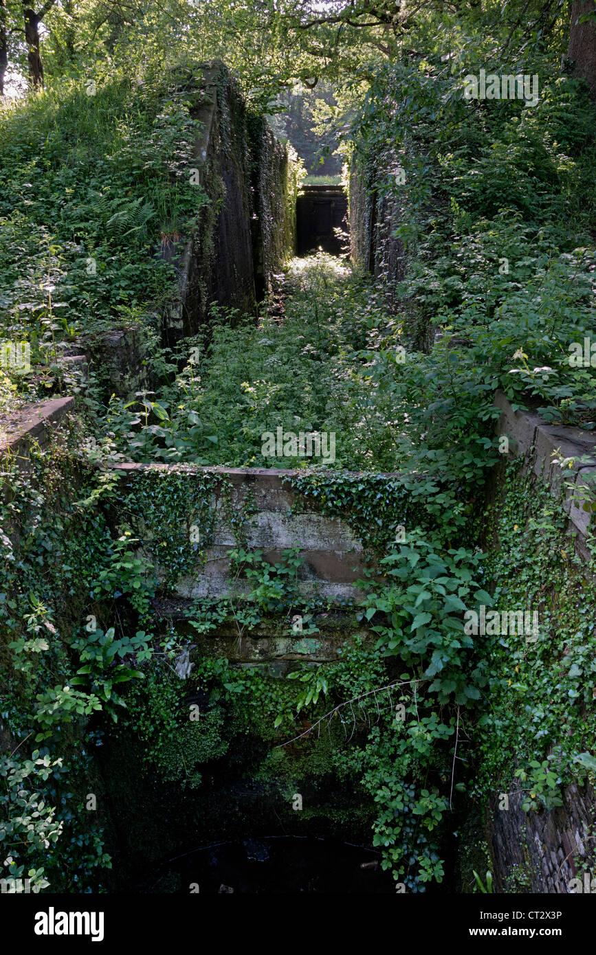 Blocage du Canal désaffecté sur Brecon, quatorze écluses, Newport Photo Stock