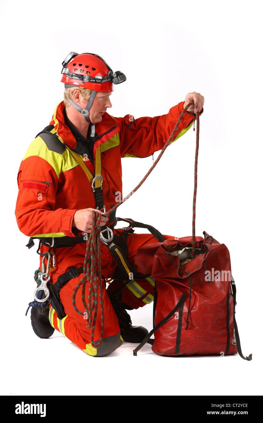 Les hommes d'incendie spécialiste pour sauver des gens de hauteurs et de trous profonds. Sauveur de la Photo Stock