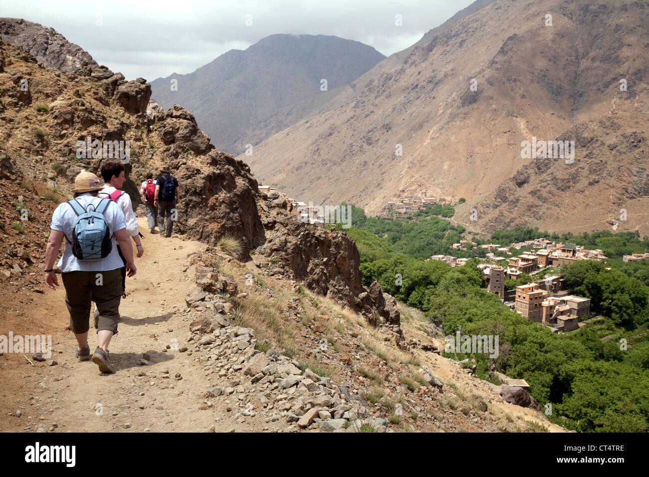 Voyages de groupe - marche dans les montagnes du Haut Atlas, Maroc Sud Photo Stock