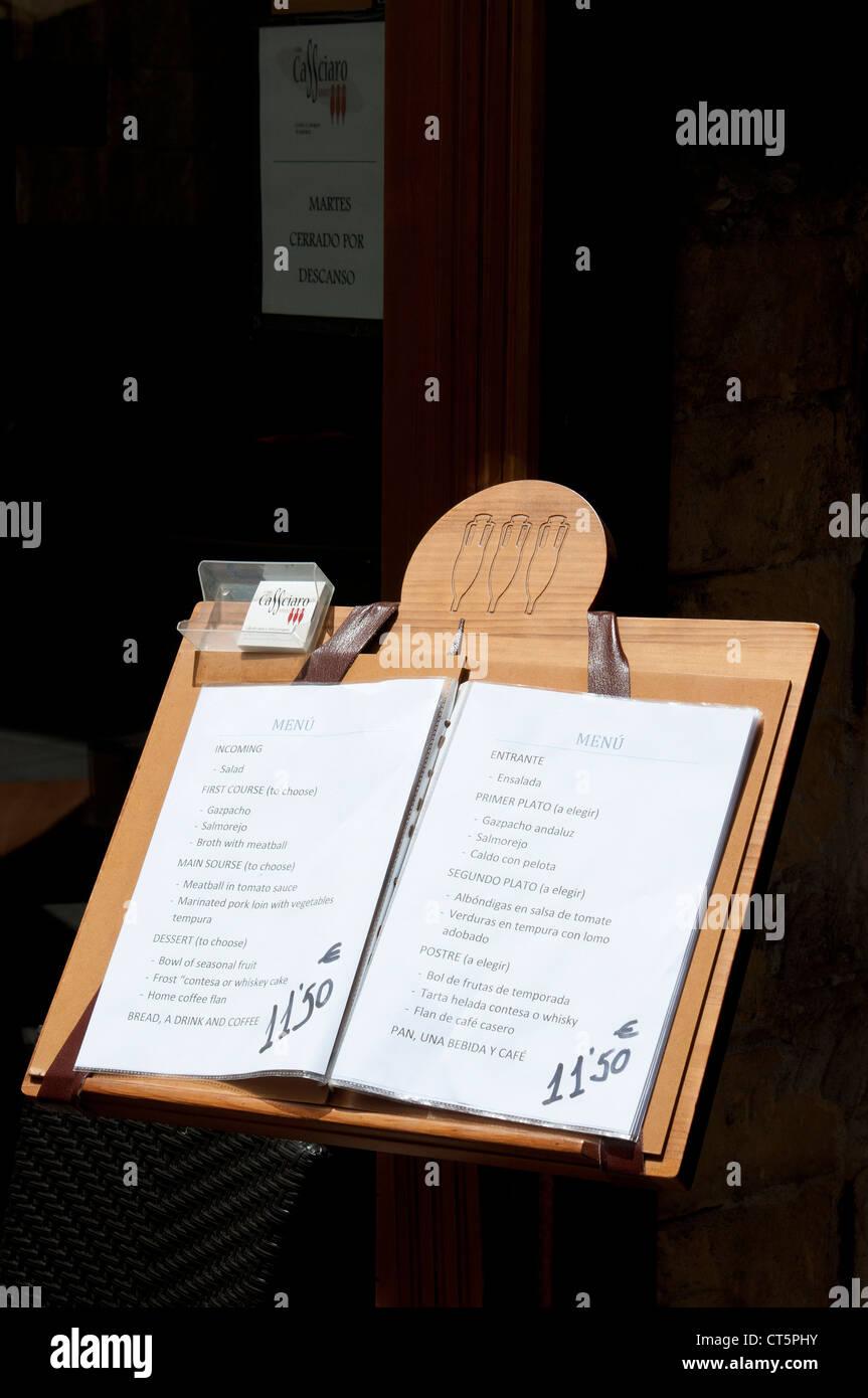 Panneau De Menu Sur L Affichage A L Exterieur D Un Restaurant Photo Stock Alamy