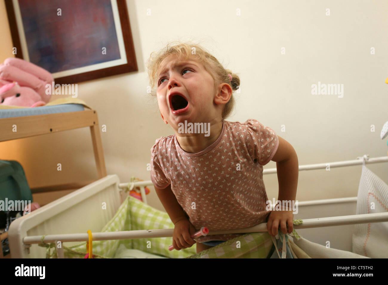 1-3 ANS bébé qui pleure Photo Stock
