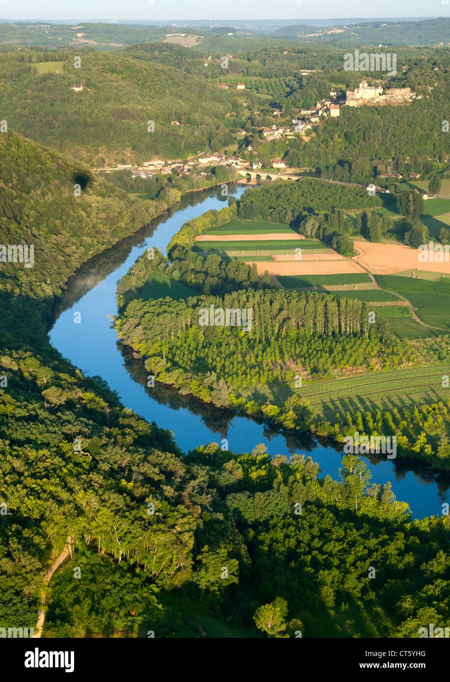 Vue aérienne de la rivière Dordogne et de la campagne environnante, près de Sarlat dans la région Photo Stock
