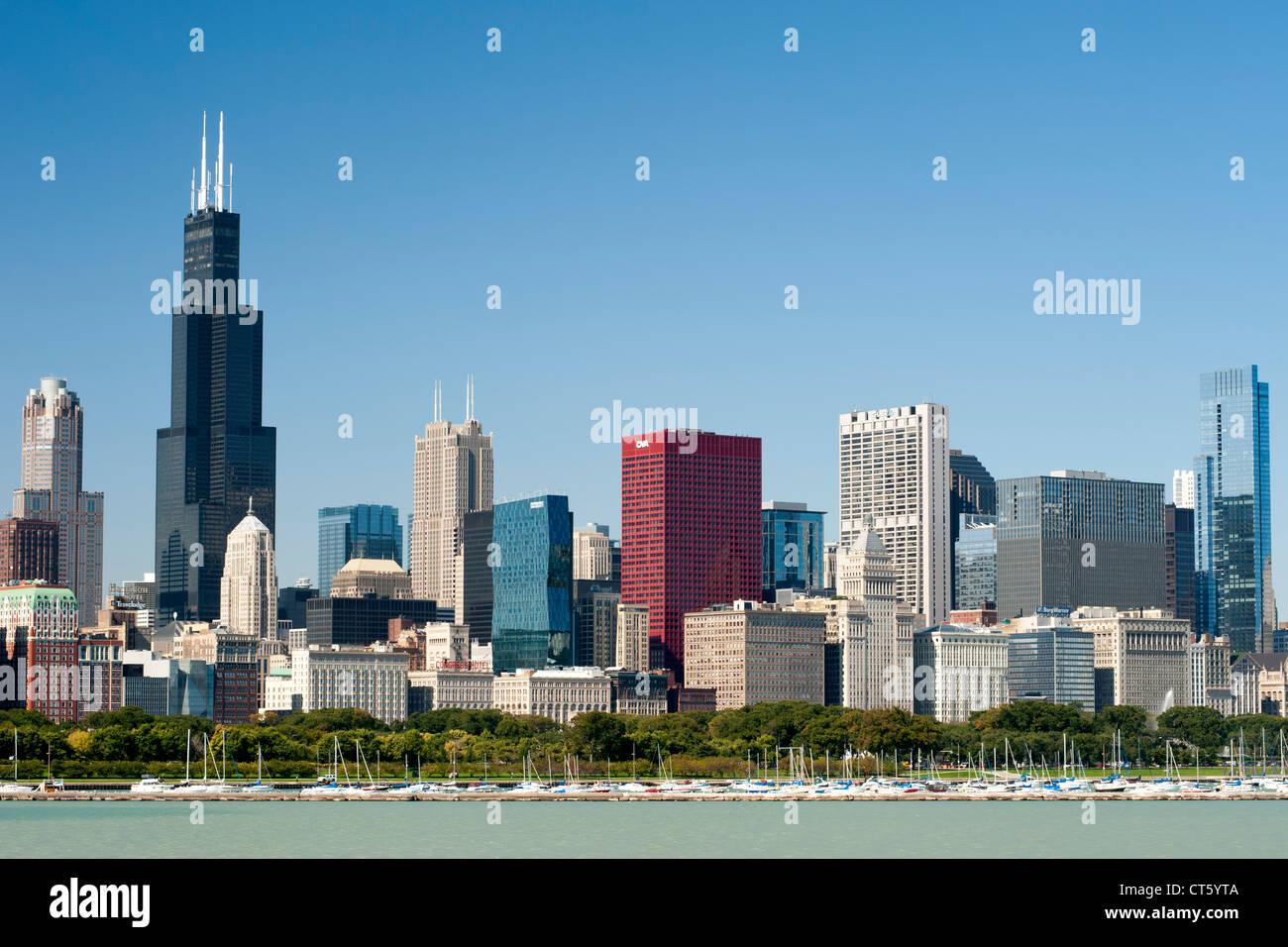 L'horizon de Chicago avec le port de Chicago et le lac Michigan à l'avant-plan. Photo Stock