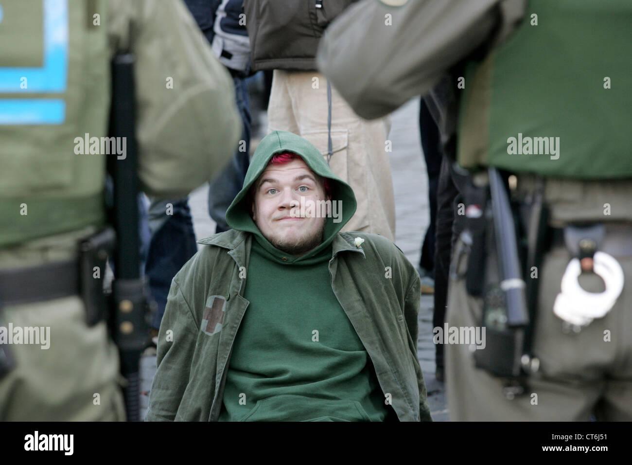 Manif contre l'Antifa de NPD mars à Dresden Photo Stock