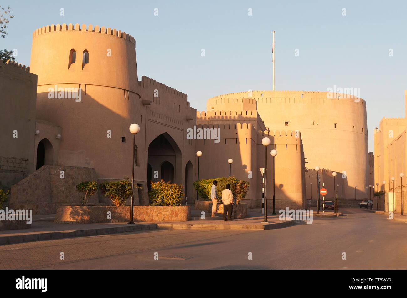 Elk207-2394, Oman Nizwa, murs de la ville et fort Photo Stock