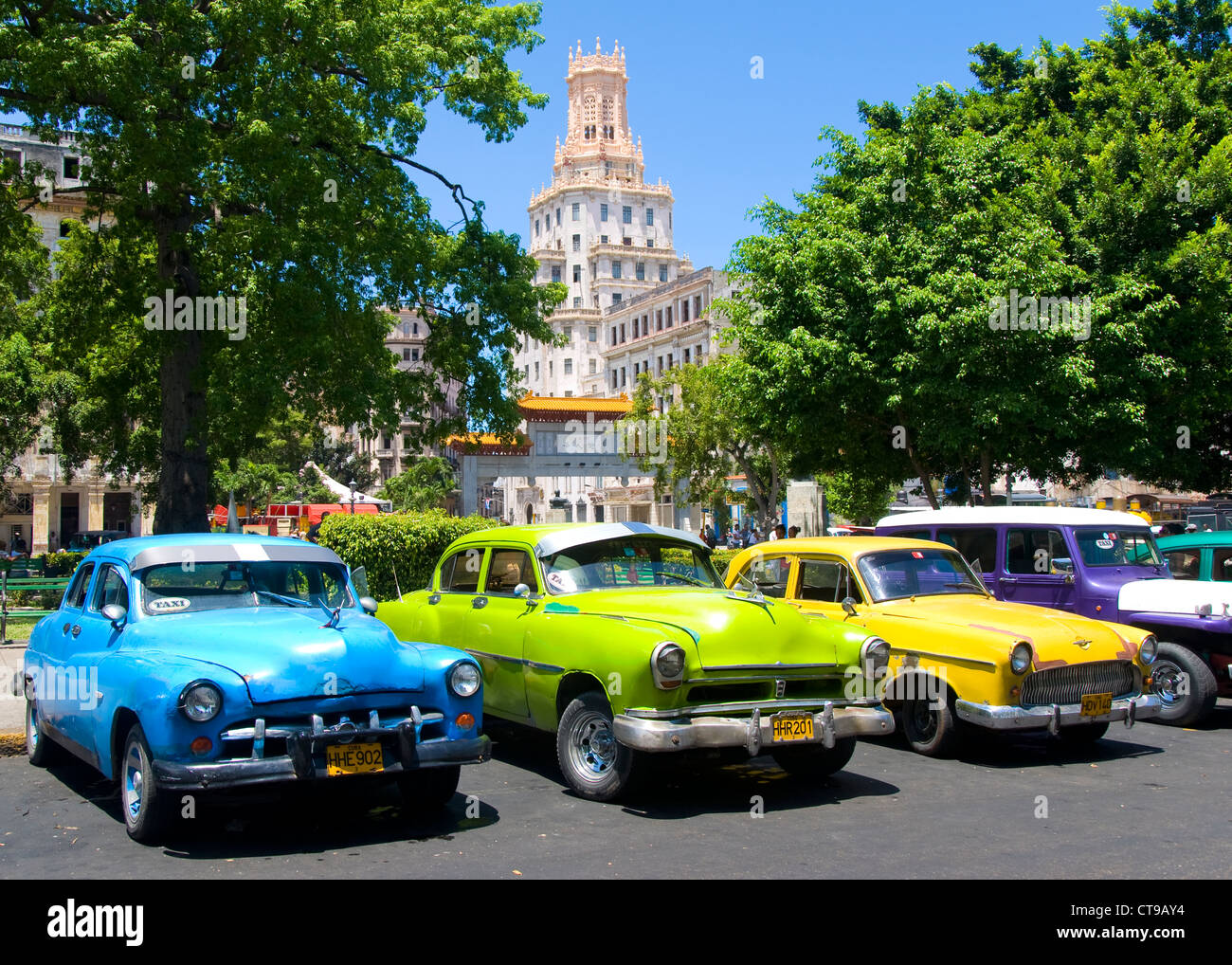 Voitures anciennes, Parque Central, La Havane, Cuba Photo Stock