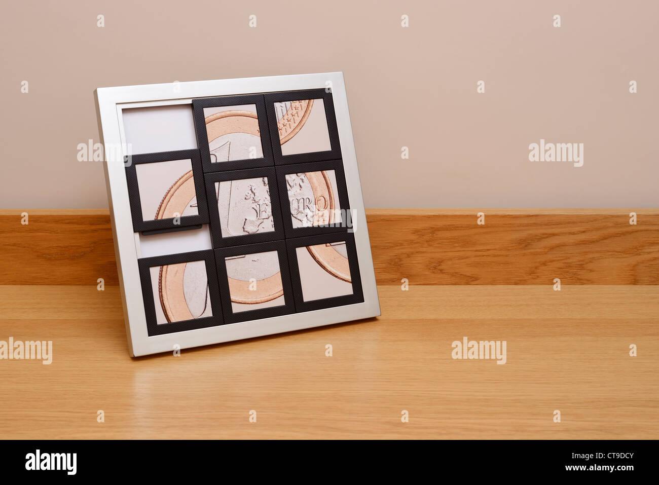 Pièce en euros broken up concept Photo Stock