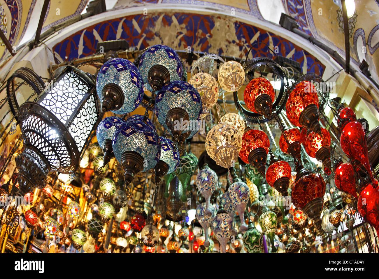 Lampes à Grand Bazar turc marché, Istanbul, Turquie, Europe Photo Stock