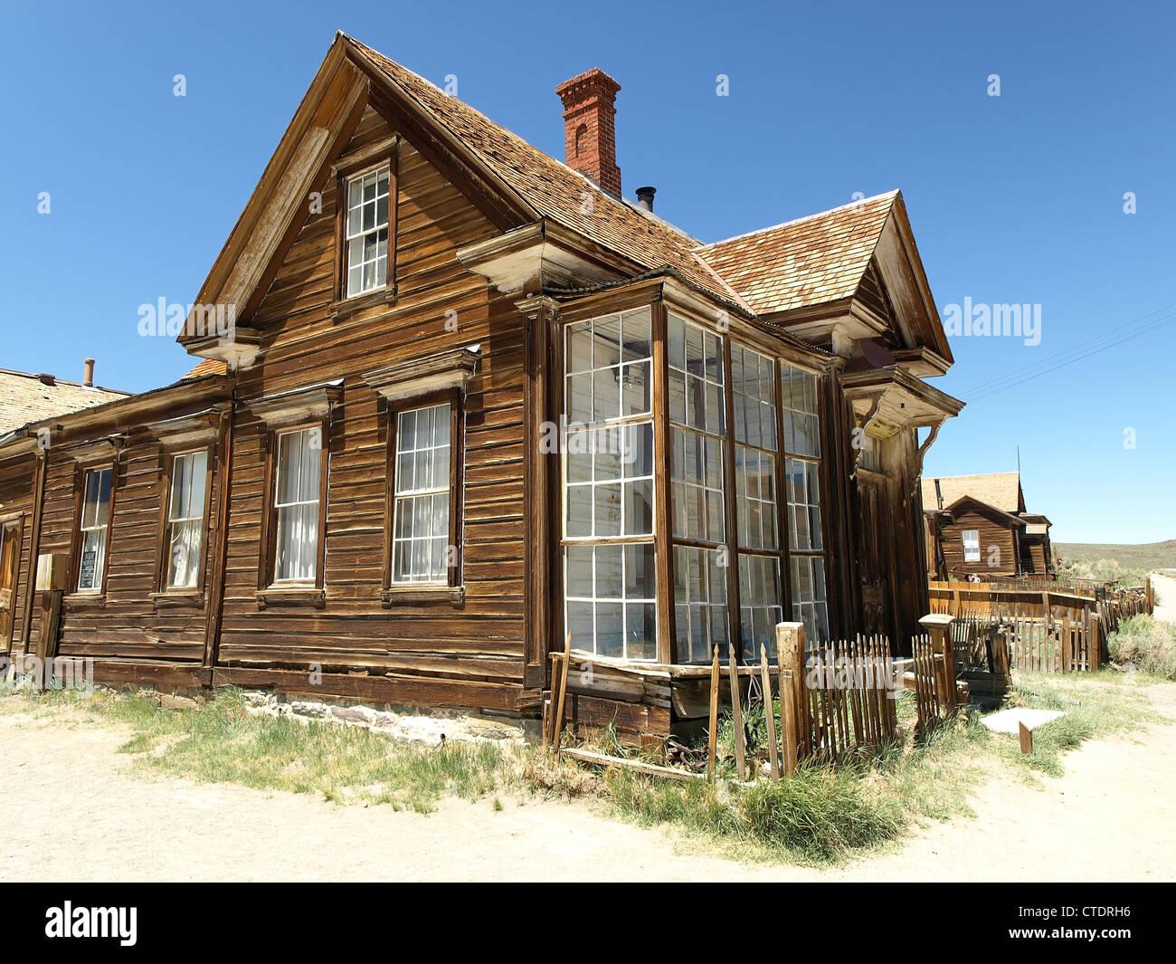 Une vieille maison à Bodie, une ville fantôme de la Californie, aux États-Unis. Banque D'Images