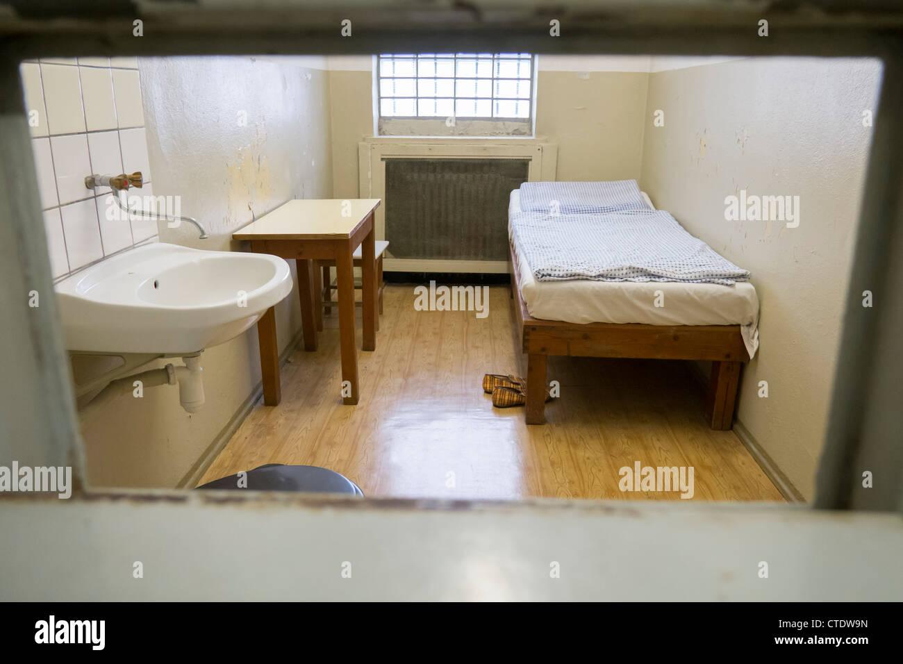 Prisonnier dans la cellule de la police secrète est-allemande à la Prison de la STASI à Berlin Hohenschönhausen Photo Stock