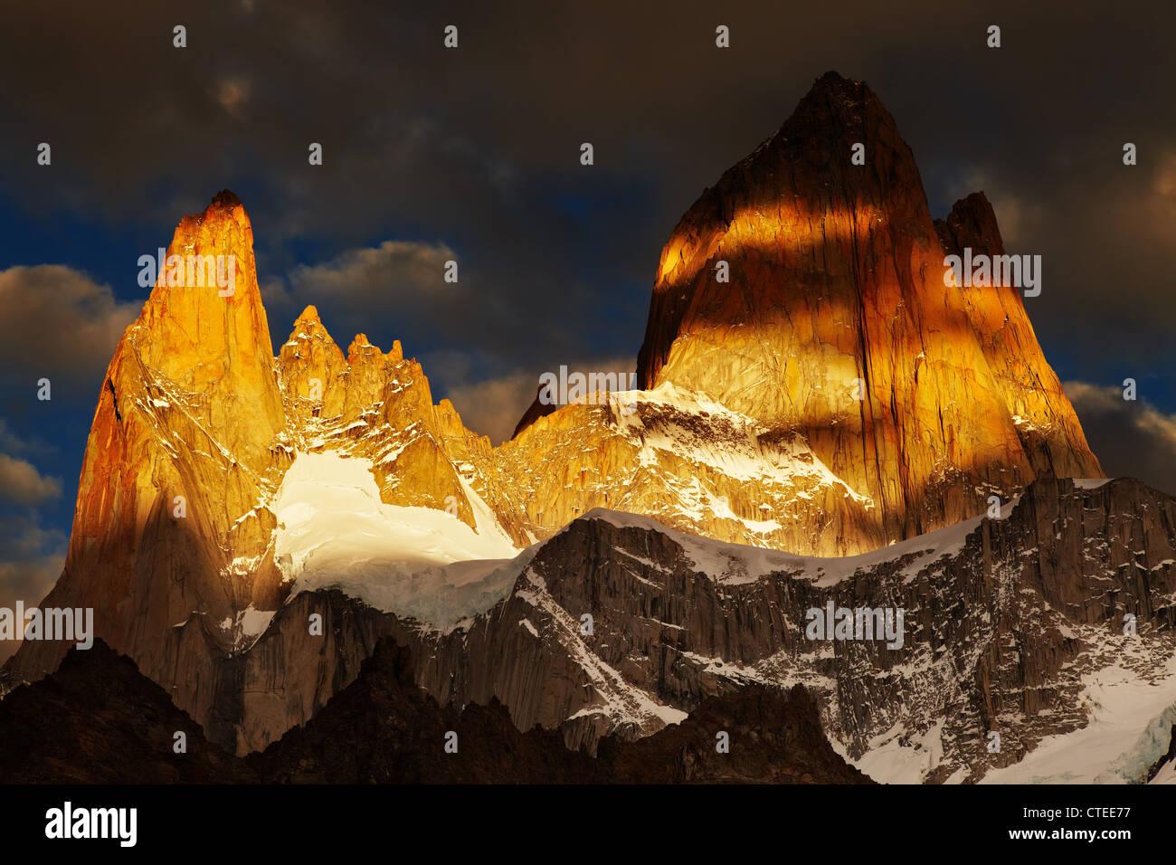 Le mont Fitz Roy, sunrise dramatiques, Patagonie, Argentine Photo Stock