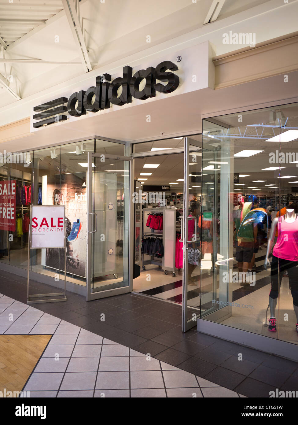 Adidas outlet store Photo Stock Alamy